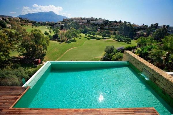 Sold: 7 Bedroom, 7 Bathroom Villa in El Herrojo, La Quinta, Benahavis
