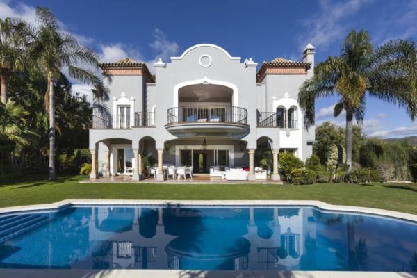 5 Bedroom, 5 Bathroom Villa For Sale in El Herrojo, La Quinta, Nueva Andalucia