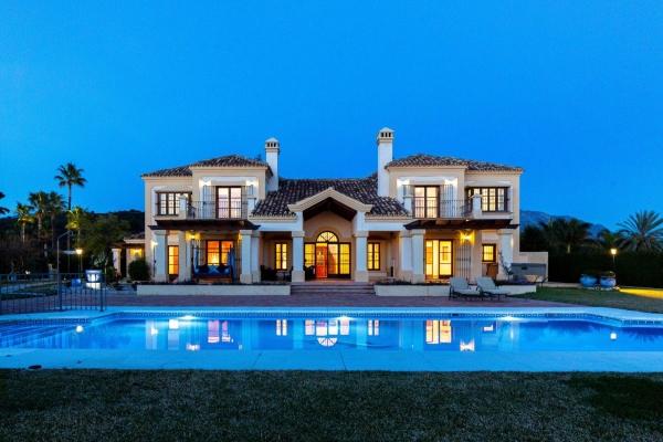 Sold: 7 Bedroom, 5 Bathroom Villa in Vega del Colorado, La Quinta, Nueva Andalucia