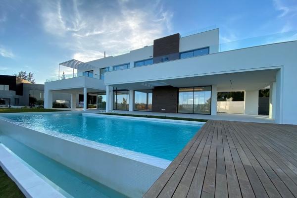 Sold: 5 Bedroom, 4 Bathroom Villa in La Quinta, Nueva Andalucia