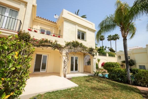 3 Bedroom, 2 Bathroom Townhouse For Sale in La Quinta, Nueva Andalucia