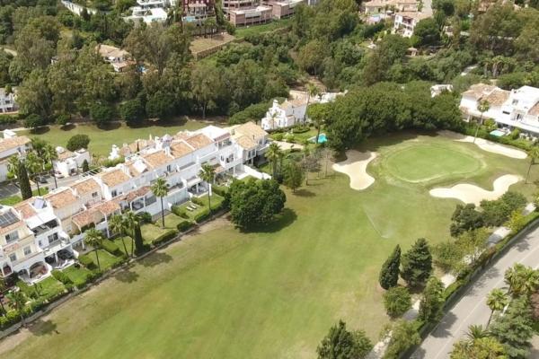 5 Bedroom, 4 Bathroom Villa For Sale in La Quinta, Nueva Andalucia